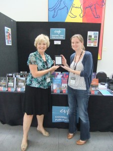 Elizabeth Roberts winning the Kindle
